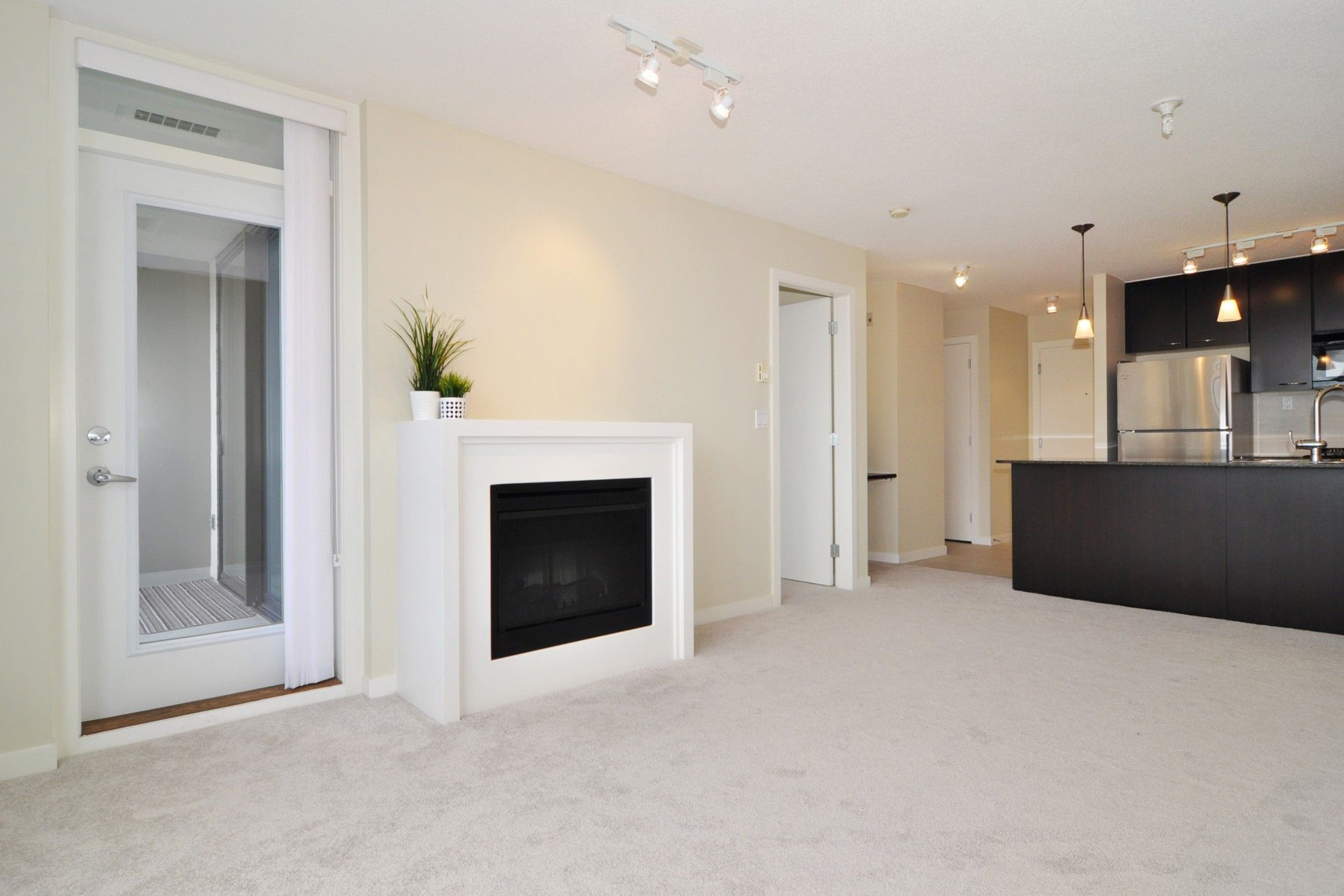 """Photo 4: Photos: 312 7138 COLLIER Street in Burnaby: Highgate Condo for sale in """"STANDFORD HOUSE"""" (Burnaby South)  : MLS®# R2224760"""