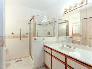 """Photo 15: 116 9781 148A Street in Surrey: Guildford Townhouse for sale in """"CHELSEA GATE"""" (North Surrey)  : MLS®# F1406838"""