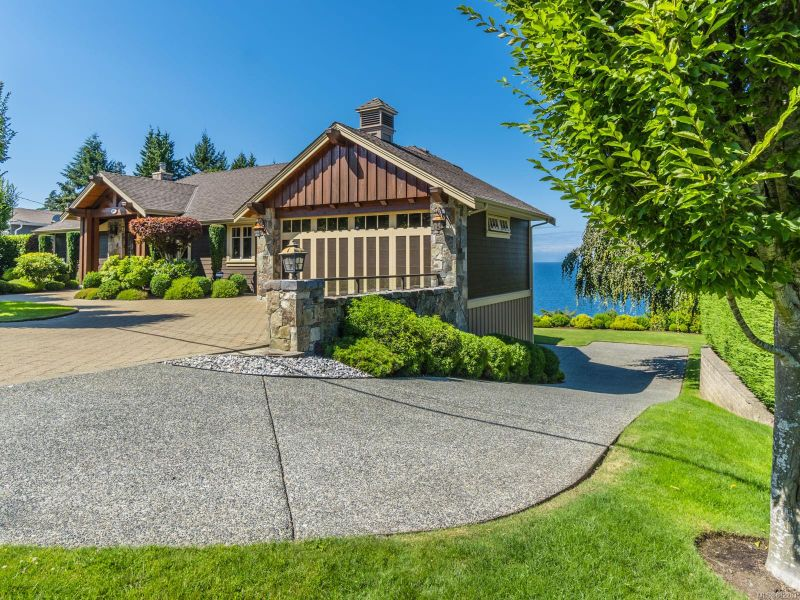 FEATURED LISTING: 5476 Bayshore Dr