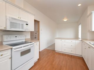Photo 7: 301 9950 Fourth St in : Si Sidney North-East Condo for sale (Sidney)  : MLS®# 867374