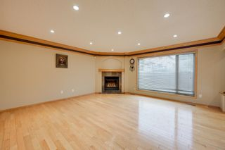 Photo 9: 227 LINDSAY Crescent in Edmonton: Zone 14 House for sale : MLS®# E4265520