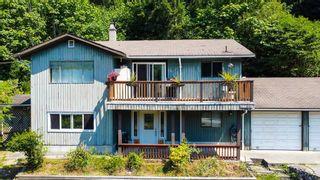 Photo 1: 4731 SINCLAIR BAY Road in Garden Bay: Pender Harbour Egmont House for sale (Sunshine Coast)  : MLS®# R2600451