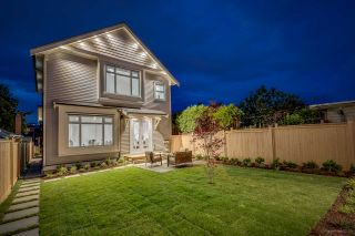 Photo 2: 1306 E 27 Avenue in Vancouver: Knight 1/2 Duplex for sale (Vancouver East)  : MLS®# R2088302