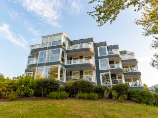 """Photo 33: 407 1551 MARINER Walk in Vancouver: False Creek Condo for sale in """"LAGOONS"""" (Vancouver West)  : MLS®# R2383720"""