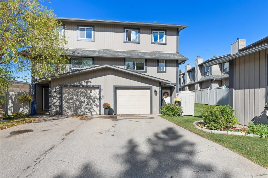 Main Photo: 31 27 Silver Springs Drive NW in Calgary: Silver Springs Row/Townhouse for sale : MLS®# A1147990