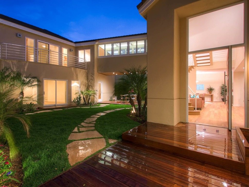 Photo 2: Photos: House for sale : 4 bedrooms : 4 Spinnaker Way in Coronado