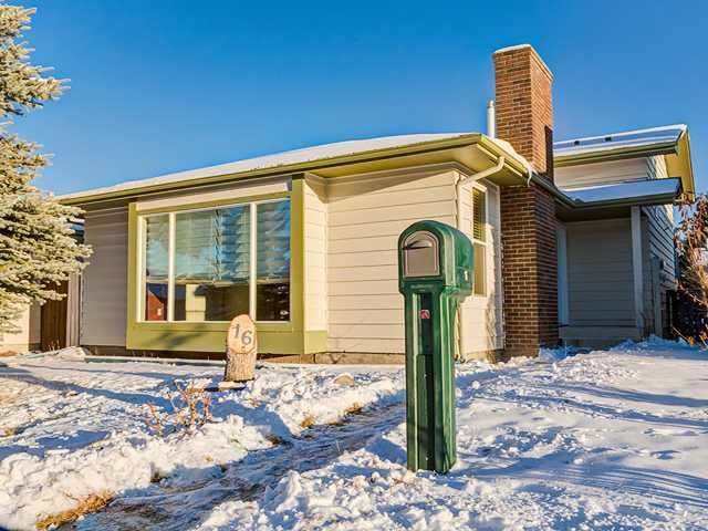 Main Photo: 16 SHAWCLIFFE Road SW in Calgary: Shawnessy Residential Detached Single Family for sale : MLS®# C3645064