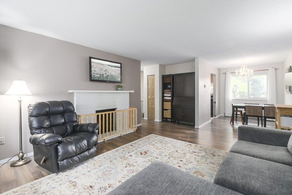 Main Photo:  in Richmond: Ironwood Townhouse for sale : MLS®# R2472105