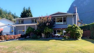 Photo 3: 38244 JUNIPER Crescent in Squamish: Valleycliffe House for sale : MLS®# R2616219
