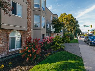 "Photo 16: 208 2110 CORNWALL Avenue in Vancouver: Kitsilano Condo for sale in ""Seagate Villa"" (Vancouver West)  : MLS®# R2515614"