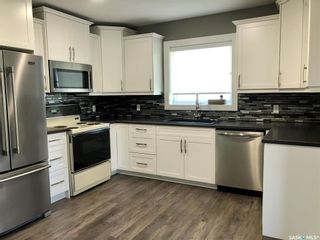 Photo 3: 303 Park Drive in Nipawin: Residential for sale : MLS®# SK855428