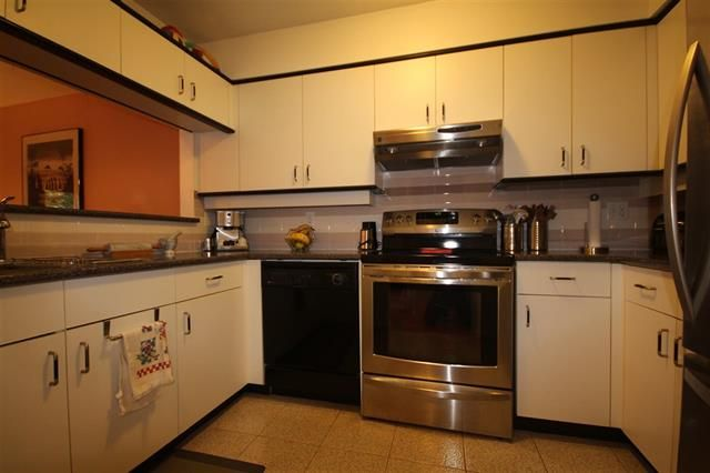Photo 5: Photos: #203-925 W 15TH AV in VANCOUVER: Fairview VW Condo for sale (Vancouver West)  : MLS®# R2214676