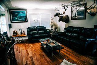 Photo 4: 2036 OAKRIDGE Crescent in Abbotsford: Poplar Manufactured Home for sale : MLS®# R2546701