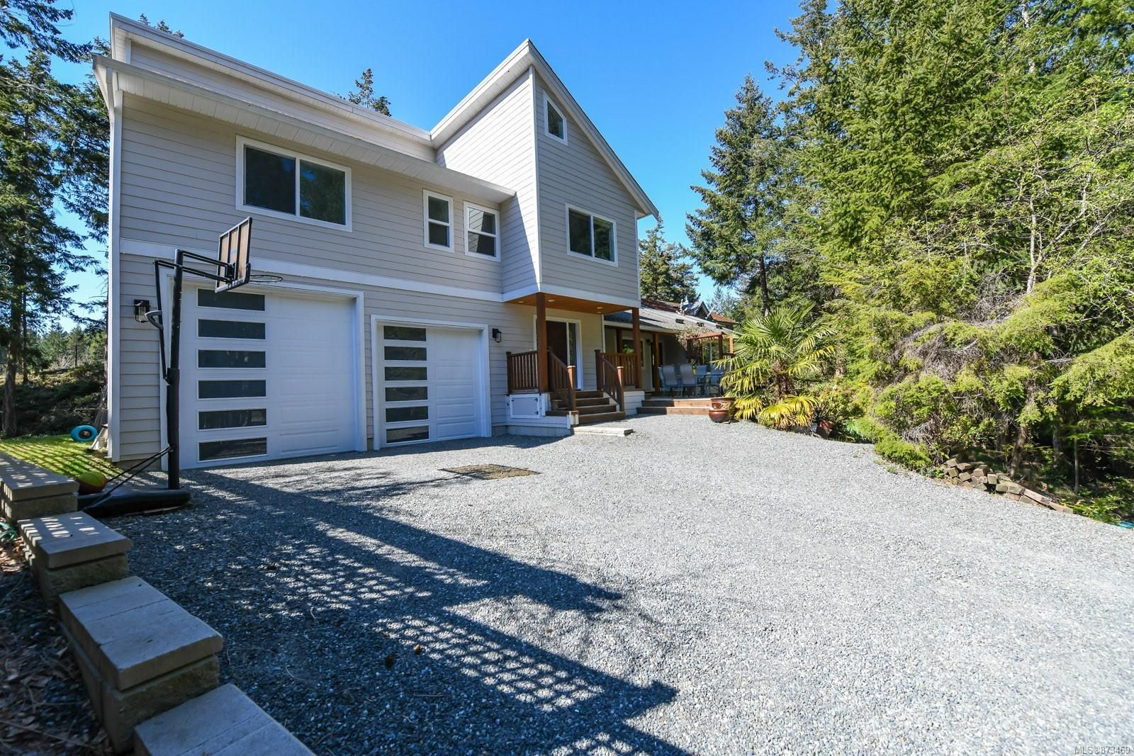 Main Photo: 737 Sand Pines Dr in : CV Comox Peninsula House for sale (Comox Valley)  : MLS®# 873469