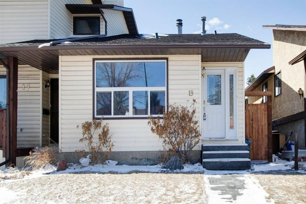 Main Photo: 19 Templemont Drive NE in Calgary: Temple Semi Detached for sale : MLS®# A1082358