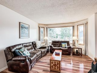 Photo 8: 296 Queen Alexandra Road SE in Calgary: Queensland Detached for sale : MLS®# A1088283