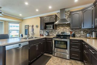 """Photo 3: 50 34899 OLD CLAYBURN Road in Abbotsford: Abbotsford East Townhouse for sale in """"Crown Point Villas"""" : MLS®# R2588503"""