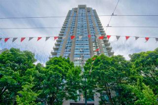 """Photo 2: 1803 928 RICHARDS Street in Vancouver: Yaletown Condo for sale in """"The Savoy"""" (Vancouver West)  : MLS®# R2591014"""