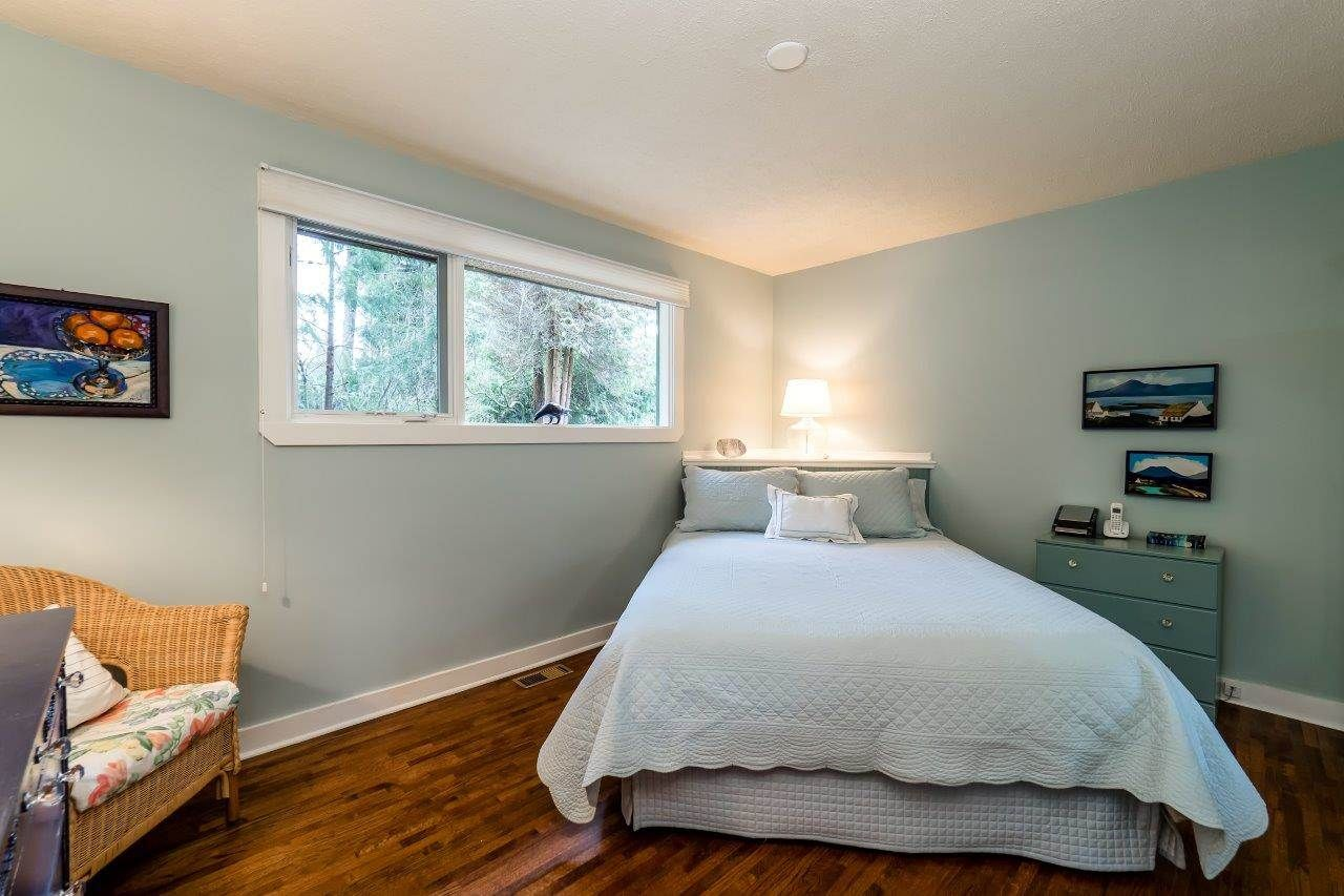 Photo 10: Photos: 3322 WAYNE Drive in North Vancouver: Delbrook House for sale : MLS®# R2045446