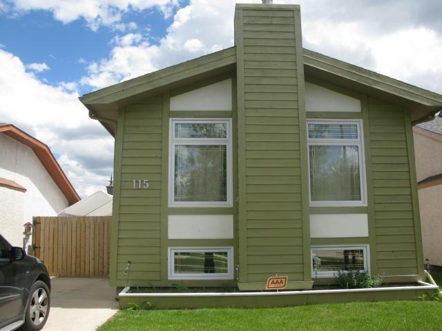 Main Photo: 115 Bender Bay in WINNIPEG: Maples / Tyndall Park Single Family Detached for sale (North West Winnipeg)  : MLS®# 1314233