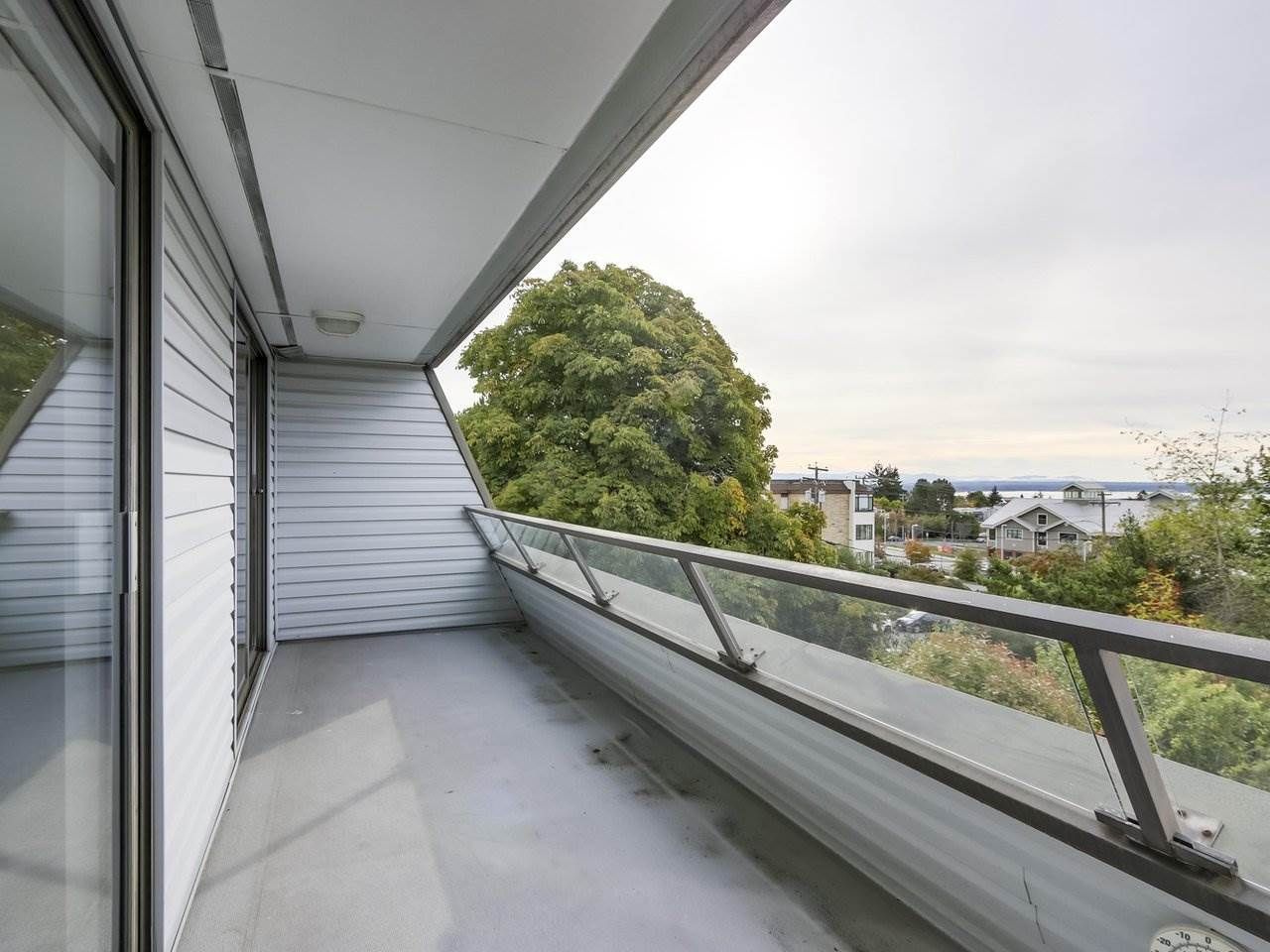 """Photo 17: Photos: 311 1341 GEORGE Street: White Rock Condo for sale in """"OCEANVIEW"""" (South Surrey White Rock)  : MLS®# R2381098"""