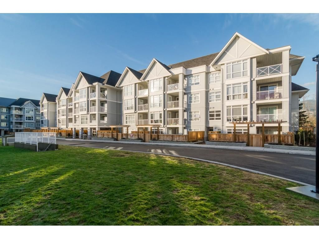 """Main Photo: 211 3142 ST JOHNS Street in Port Moody: Port Moody Centre Condo for sale in """"SONRISA"""" : MLS®# R2432419"""
