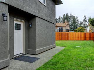 Photo 2: 2944 Robalee Pl in VICTORIA: La Goldstream Half Duplex for sale (Langford)  : MLS®# 810225