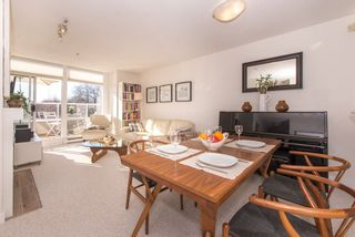 """Photo 2: 402 2288 W 12TH Avenue in Vancouver: Kitsilano Condo for sale in """"CONNAUGHT POINT"""" (Vancouver West)  : MLS®# R2051681"""