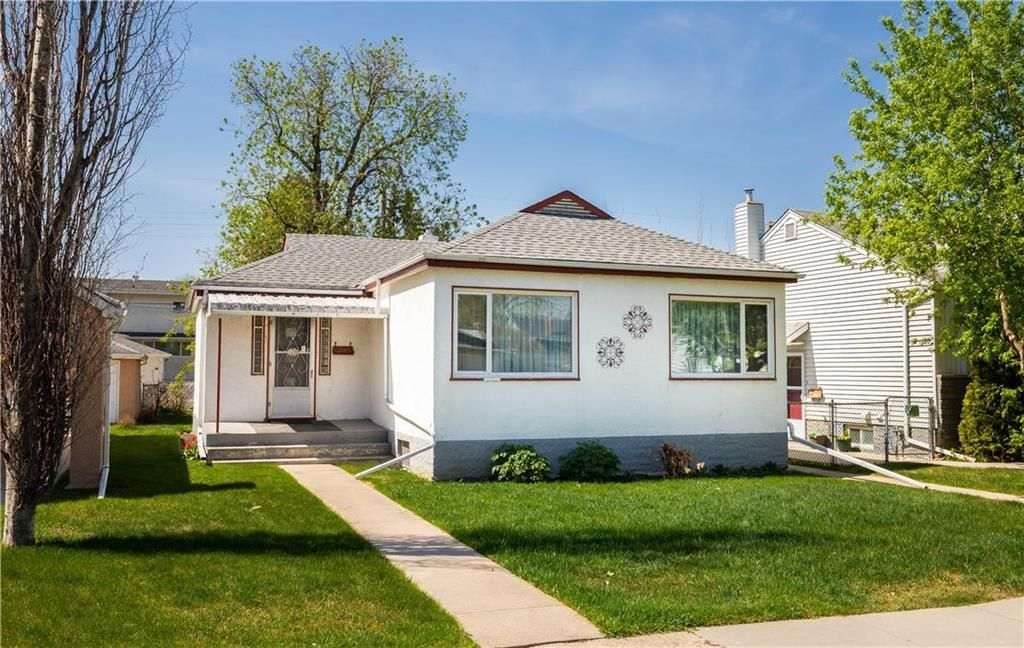 Main Photo: 120 Tait Avenue in Winnipeg: Scotia Heights Residential for sale (4D)  : MLS®# 202112156