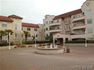 Photo 1: 211 1083 Tillicum Rd in VICTORIA: Es Kinsmen Park Condo for sale (Esquimalt)  : MLS®# 573943
