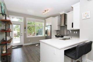 """Photo 3: 33 33460 LYNN Avenue in Abbotsford: Central Abbotsford Townhouse for sale in """"ASTON ROW"""" : MLS®# R2265233"""