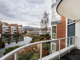 """Photo 5: 201 1551 MARINER Walk in Vancouver: False Creek Condo for sale in """"LAGOONS"""" (Vancouver West)  : MLS®# V1098962"""