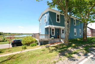 Photo 4: 247 Northwest Road in Lilydale: 405-Lunenburg County Residential for sale (South Shore)  : MLS®# 202113441
