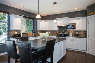 """Photo 3: 15555 ROSEMARY HEIGHTS Crescent in Surrey: Morgan Creek House for sale in """"MORGAN CREEK"""" (South Surrey White Rock)  : MLS®# R2480993"""