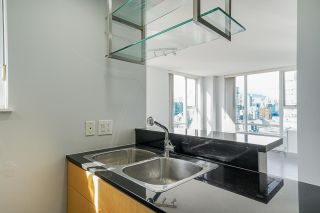 """Photo 4: 2306 550 PACIFIC Street in Vancouver: Yaletown Condo for sale in """"AQUA AT THE PARK"""" (Vancouver West)  : MLS®# R2580725"""