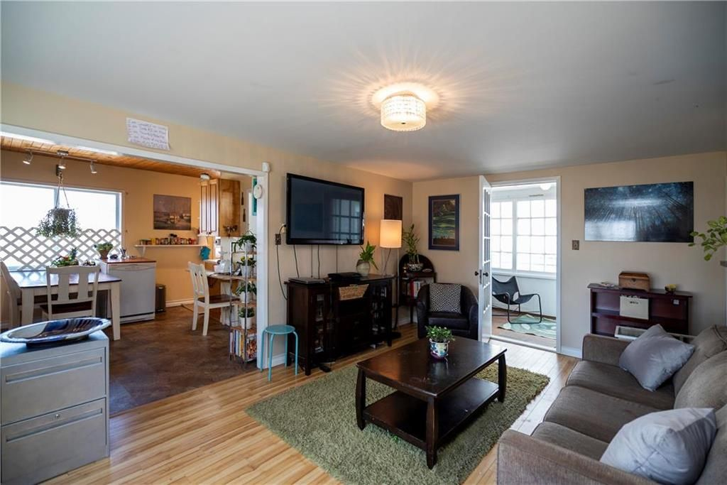Photo 5: Photos: 711 Rosedale Avenue in Winnipeg: Lord Roberts Residential for sale (1Aw)  : MLS®# 202008672