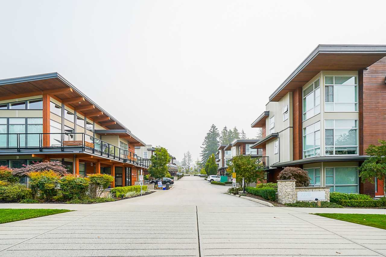 Main Photo: 225 2228 162 STREET in Surrey: Grandview Surrey Townhouse for sale (South Surrey White Rock)  : MLS®# R2499753