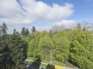 """Photo 6: 801 550 EIGHTH Street in New Westminster: Uptown NW Condo for sale in """"PARKRIDGE"""" : MLS®# R2402744"""