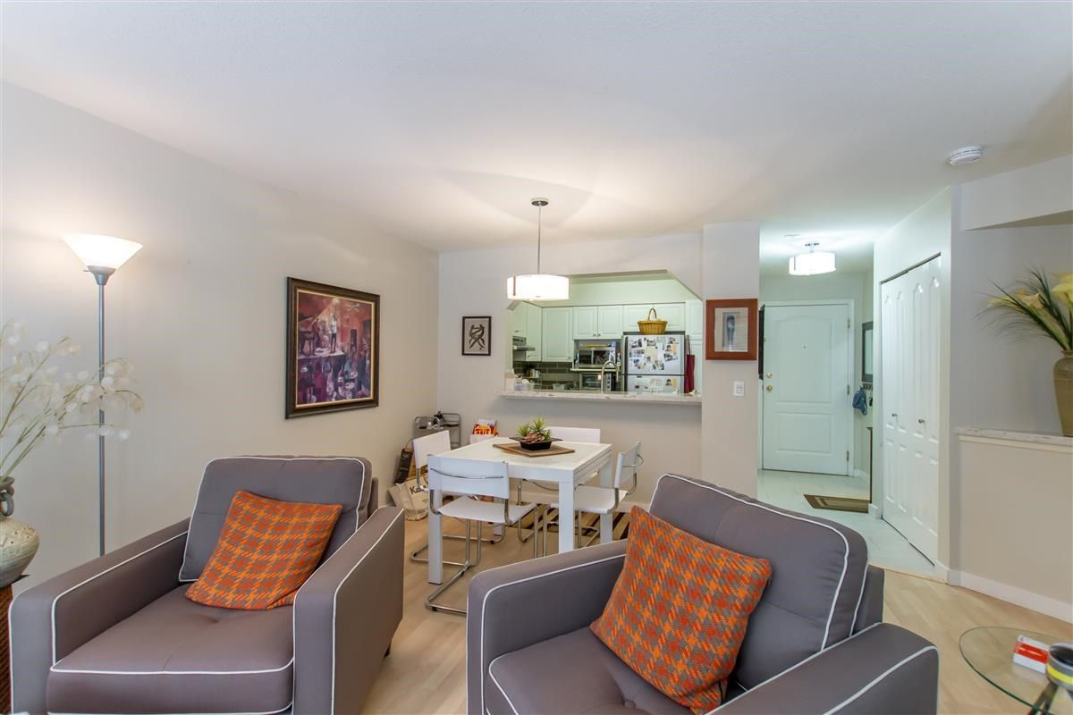 """Photo 5: Photos: 111 3770 MANOR Street in Burnaby: Central BN Condo for sale in """"CASCADE WEST"""" (Burnaby North)  : MLS®# R2398930"""
