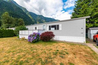 """Photo 2: 24 62790 FLOOD HOPE Road in Hope: Hope Center Manufactured Home for sale in """"SILVER RIDGE ESTATES"""" : MLS®# R2602914"""