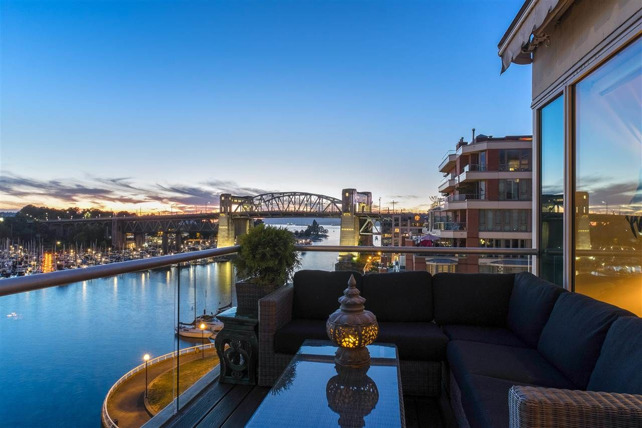 "Main Photo: 805 1600 HORNBY Street in Vancouver: Yaletown Condo for sale in ""Yacht Harbour Pointe"" (Vancouver West)  : MLS®# R2526212"