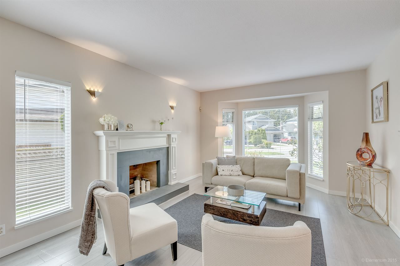 Photo 2: Photos: 10440 GLENMOOR Place in Surrey: Fraser Heights House for sale (North Surrey)  : MLS®# R2163233
