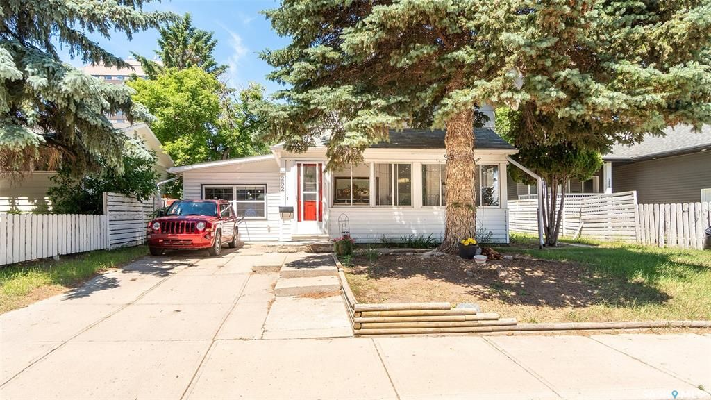 Main Photo: 252 River Street East in Moose Jaw: Central MJ Residential for sale : MLS®# SK861173