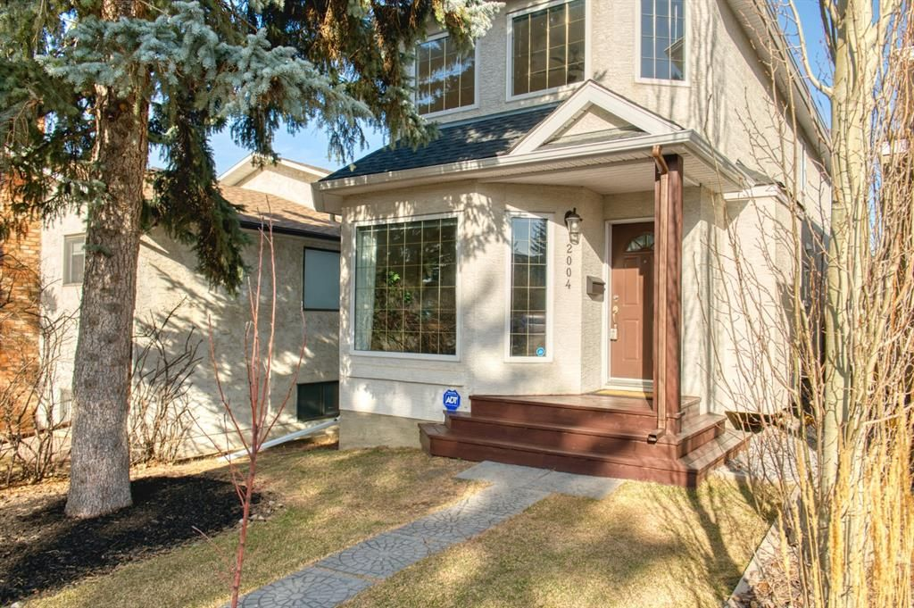 Main Photo: 2004 32 Street SW in Calgary: Killarney/Glengarry Detached for sale : MLS®# A1090186