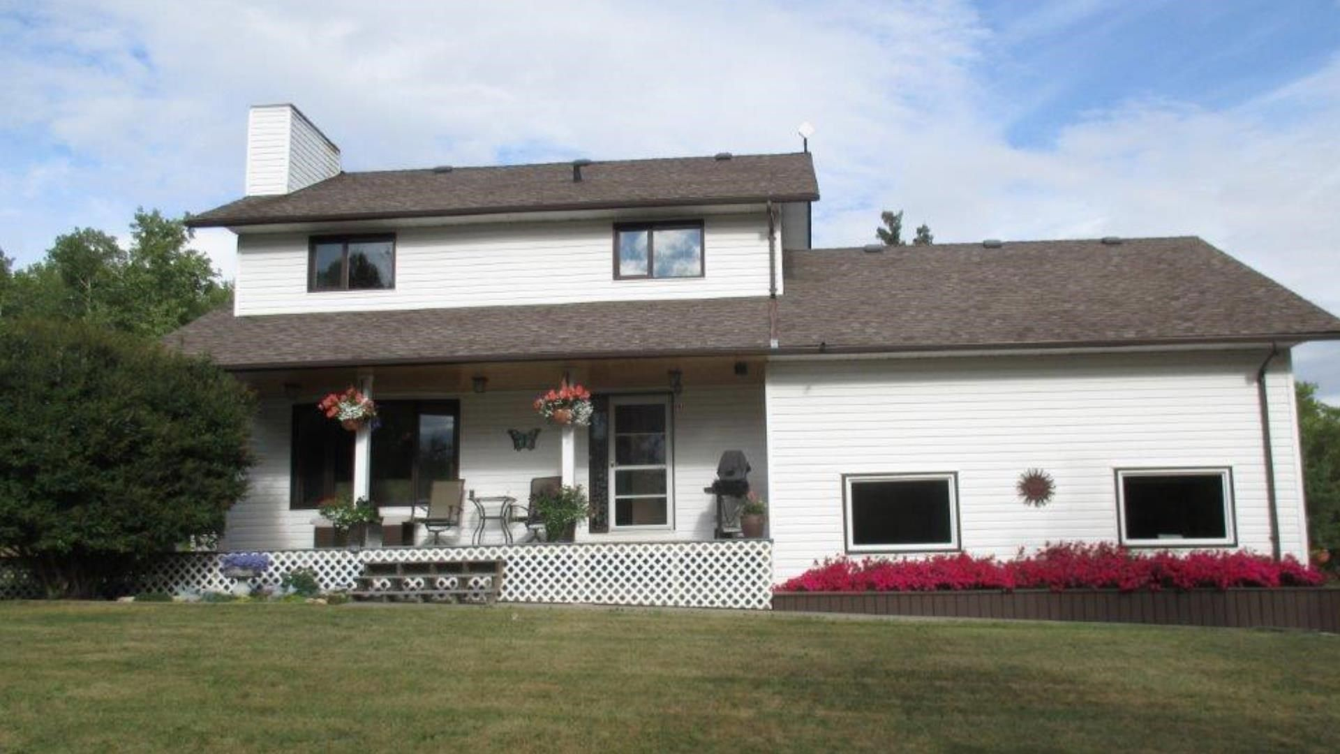 """Main Photo: 13066 MOUNTAINVIEW Road in Fort St. John: Fort St. John - Rural W 100th House for sale in """"MOUNTAINVIEW"""" (Fort St. John (Zone 60))  : MLS®# R2597874"""