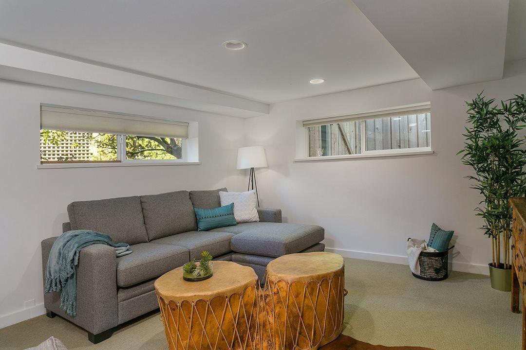 Photo 12: Photos: 3049 ELIZABETH WAY in North Vancouver: Capilano NV House for sale : MLS®# R2400055