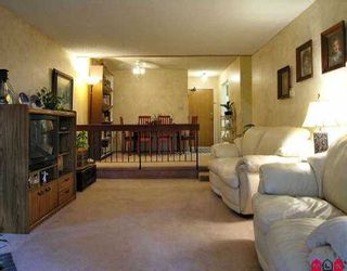 """Photo 1: 2211 13819 100TH AV in Surrey: Whalley Condo for sale in """"CARRIAGE LANE"""" (North Surrey)  : MLS®# F2612353"""