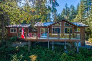 """Photo 2: 13702 CAMP BURLEY Road in Garden Bay: Pender Harbour Egmont House for sale in """"Mixal Lake"""" (Sunshine Coast)  : MLS®# R2485235"""