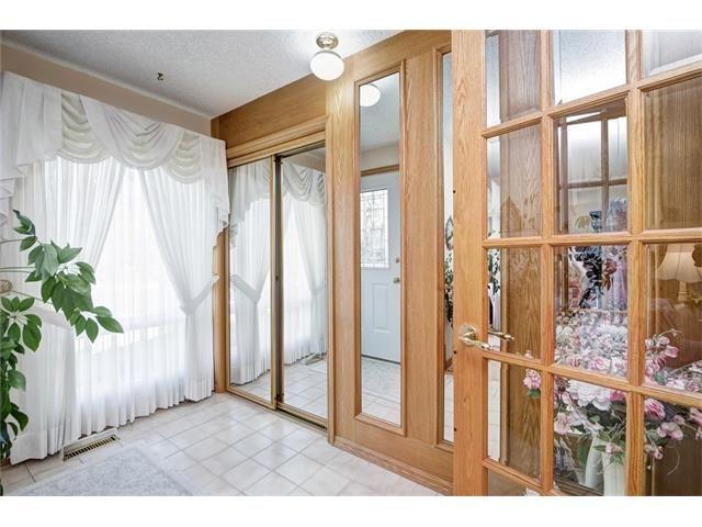 Photo 7: Photos: 210 OAKMOOR Place SW in Calgary: Oakridge House for sale : MLS®# C4091579