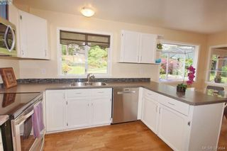 Photo 6: 1057 Tulip Ave in VICTORIA: SW Strawberry Vale House for sale (Saanich West)  : MLS®# 762592